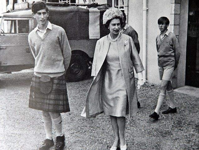 Королева Єлизавета ІІ з принцом Чарльзом