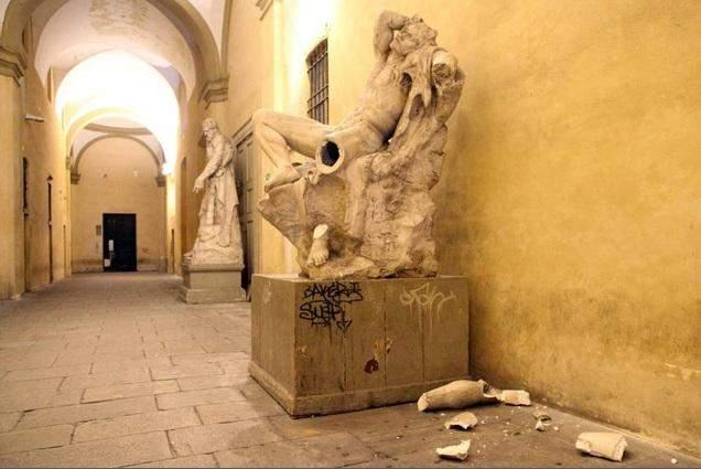 Як туристи руйнують стародавні реліквії заради ефектних фотографій