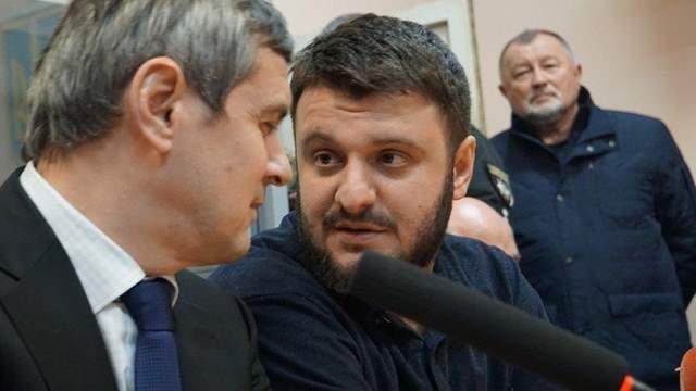 Браслетов нет, но он не убежит: как суд отпустил сына Авакова