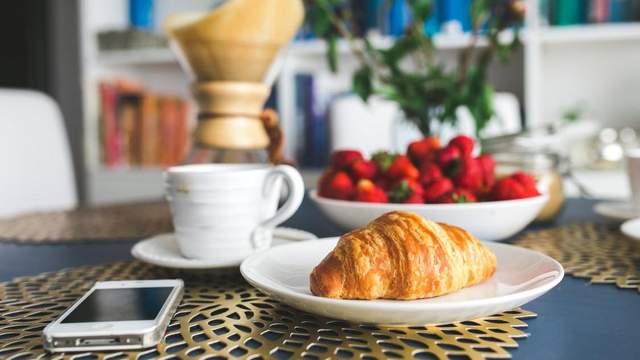 Ученые рассказали об идеальном завтраке для стройных
