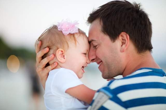 Выяснено, в какой стране отцы проводят больше всего времени с детьми
