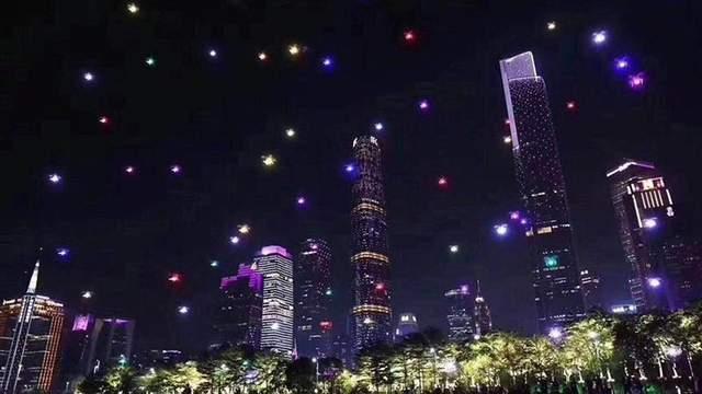 В Китае более тысячи дронов создали световое шоу: впечатляющее видео