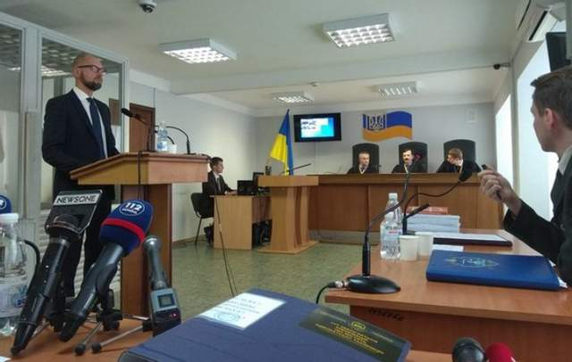 Во время аннексии Крыма украинским военным позволяли применять оружие, – Яценюк
