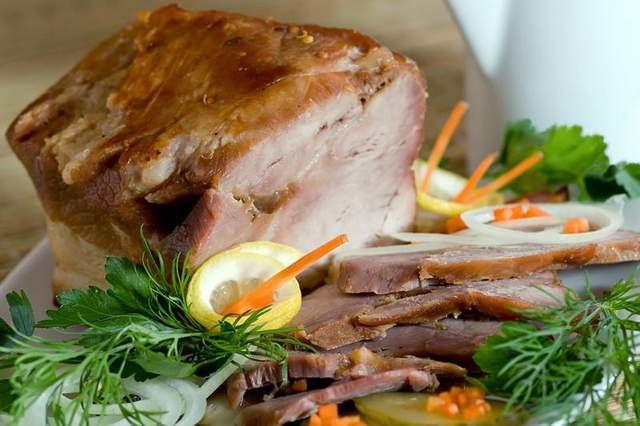 Страви на Старий Новий рік свинина
