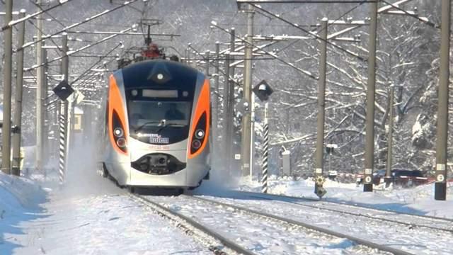 Поезд «Интерсити» застрял на Черкасщине