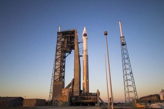 В США запустили ракету, которая выведет на орбиту спутник-шпион: видео