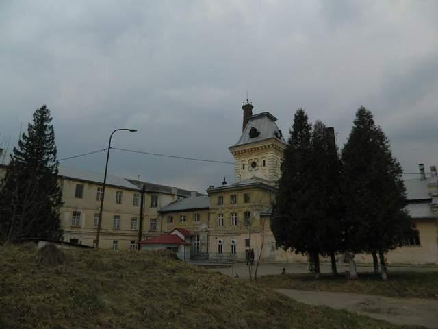 Из львовской психиатрической больницы сбежал тяжелобольной пациент: фото