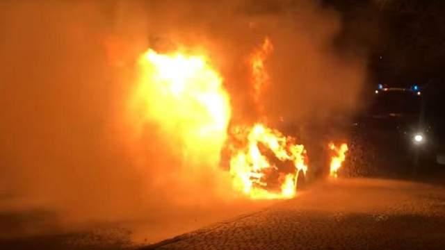 В центре Одессы сгорел Lexus депутата: обнародовали видео пожара