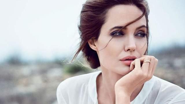 Анджелина Джоли отреагировала на развод Энистон и Теру, – СМИ