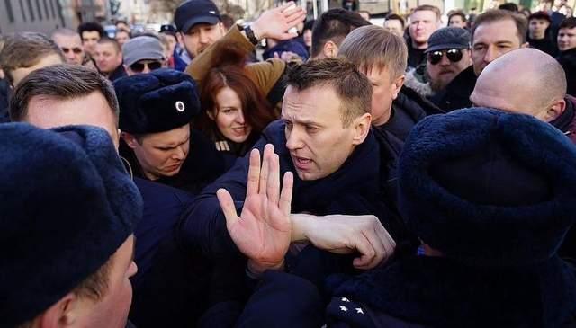 Российского оппозиционера Навального задержали в Москве