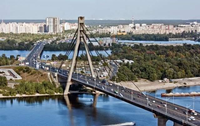 В Киеве переименовали Московский мост и ряд улиц: список