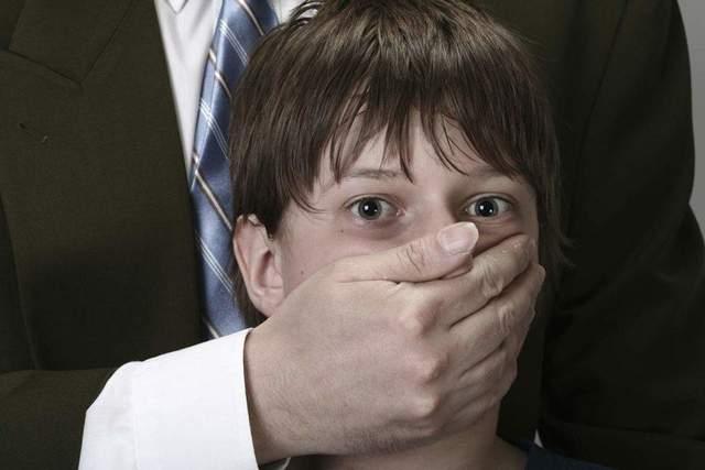 На Харьковщине извращенец-рецидивист похитил 9-летнего мальчика