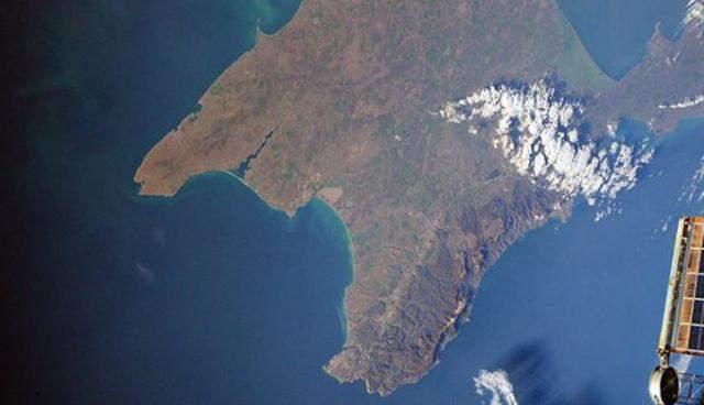 Как выглядит Крымский мост из космоса: в сети показали захватывающие фото