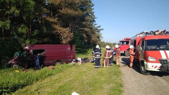 На Львовщине произошло ужасное ДТП, погибли 6 человек: жуткие фото