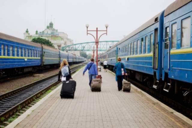 «Укрзализныця» назначила 15 дополнительных поездов на Троицу: названия рейсов