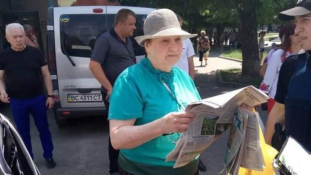 Не «гостеприемние люди»: во Львове пожилая уроженка Донецка посреди дня напала на выпускницу