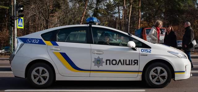 ДТП в Киеве: грузовик сбил двоих пешеходов (18+)
