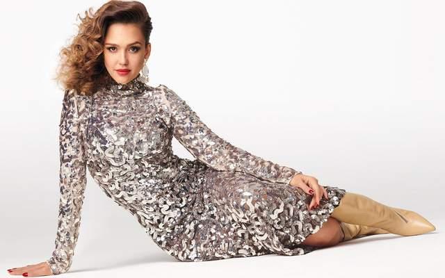 Джессика Альба украсила обложку глянца в ретро-образах: яркие фото