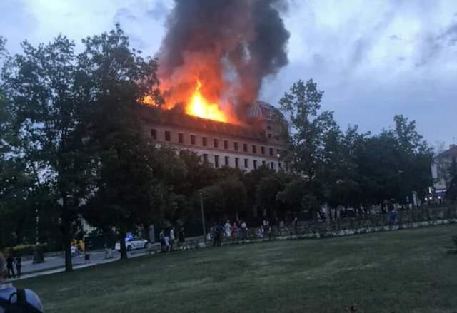 Масштабный пожар в Каменце-Подольском – горит бывший отель: фото, видео