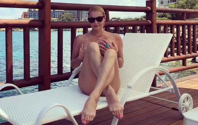 Одиозная Волочкова публикует обнаженные фото и неизвестного мужчину: реакция соцсетей (18+)