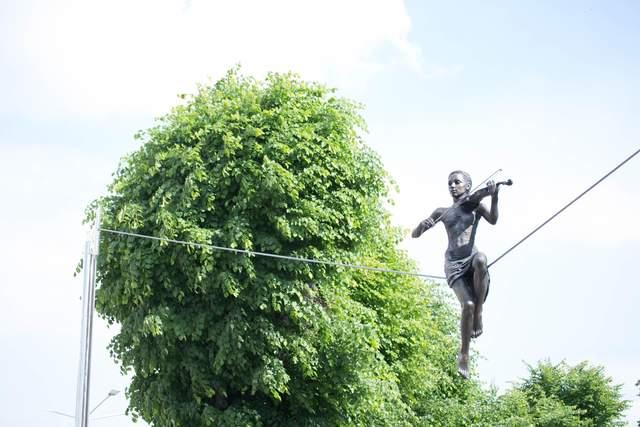 ТОП-10 впечатляющих скульптур-иллюзий