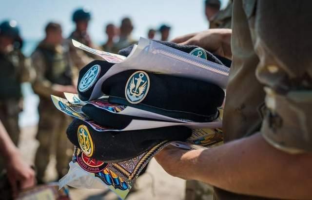 Демарш морских пехотинцев перед Порошенко: бойцы батальона массово увольняются
