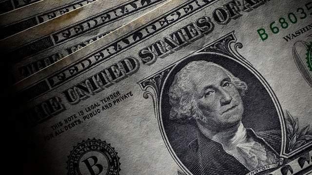 Наличный курс валют 30 августа: доллар преодолел планку в 28 гривен