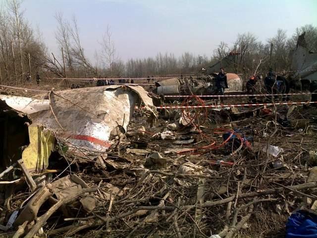 Смоленская катастрофа: польские эксперты начали осмотр обломков самолета Качиньского