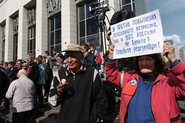 В Санкт-Петербурге вновь митингуют против повышения пенсионного возраста: произошли столкновения