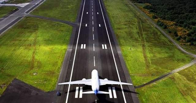 Община Днепра требует от Порошенко и Гройсмана дать денег на новый аэродром