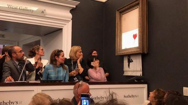 Картину Бэнкси купили за сумасшедшую сумму, а она мгновенно самоуничтожилась: фото