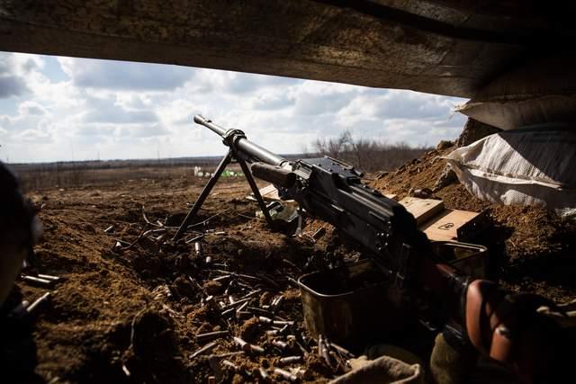 Боевики обстреливают украинские позиции из запрещенного оружия: есть раненые