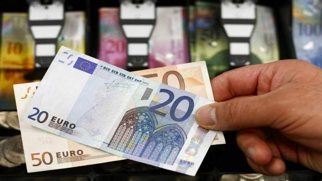Наличный курс валют 19 октября: доллар ощутимо подорожал накануне выходных