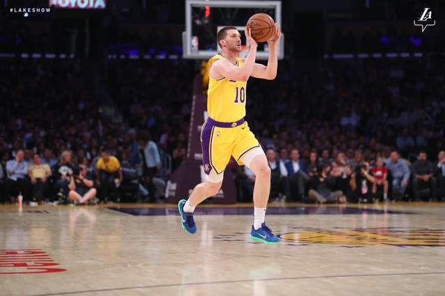 Михайлюк дебютировал за «Лейкерс» в НБА, команда потерпела третье поражение подряд: видеообзор