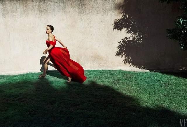 Натали Портман стала звездой издания в роскошных образах: гламурные фото