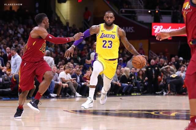 ЛеБрон Джеймс сыграл против «Кливленда», «Атланта» вновь уступила: видеообзор топ-матчей НБА
