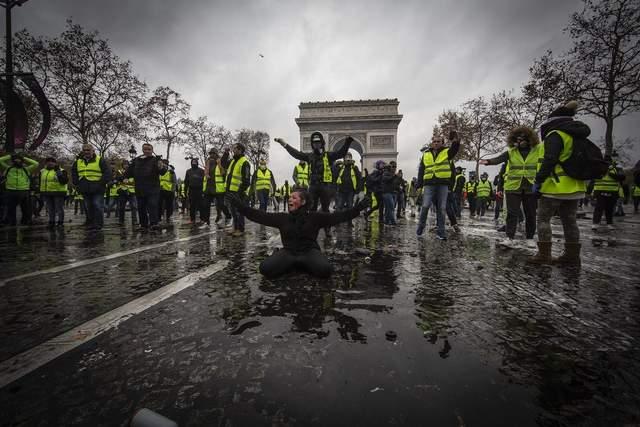 Протесты «желтых жилетов» во Франции: в Париже провели массовые аресты