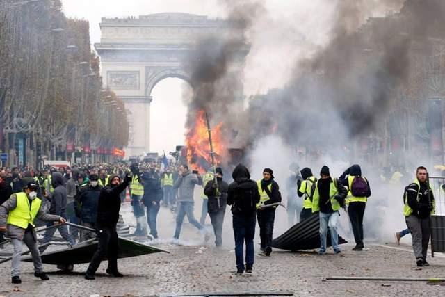 «Желтые жилеты»: почему протесты во Франции набирают обороты и при чем здесь Россия?