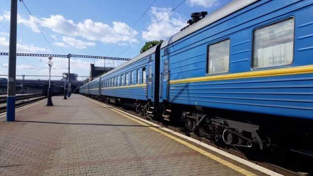 «Укрзализныця» увеличила количество поездов на период праздников
