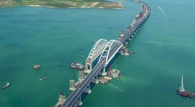 Почему Крымский мост проседает и разрушается: эксперт назвал основную причину