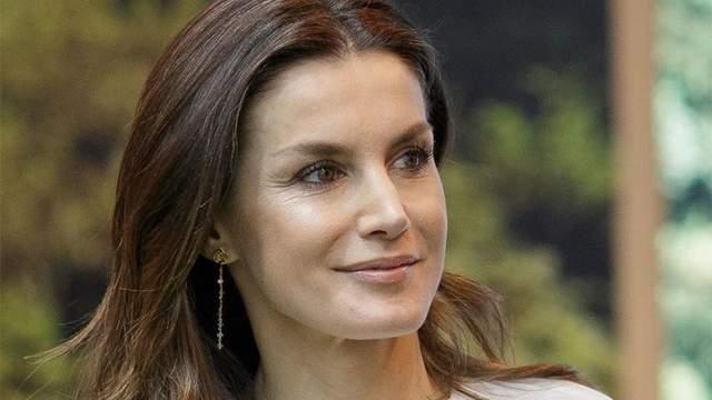 Королева Испании засветила бюджетную юбку от масс-маркета: яркие фото