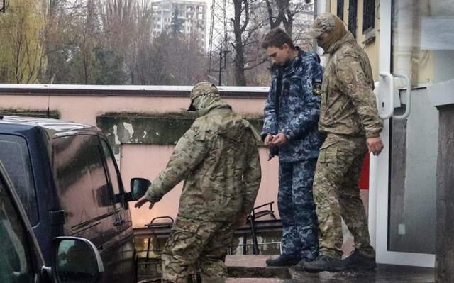 Четырех пленных украинских моряков допросили в России