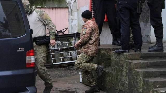 Московский суд оставил 4 пленных моряков под стражей