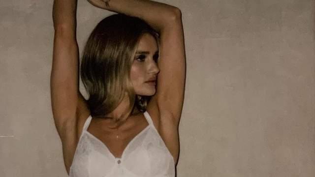 Рози Хантингтон-Уайтли снялась в сексуальной кампании для бельевого бренда