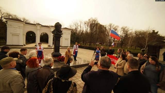 Российские флаги, полиция и «Шевченко наш»: как прихвостни Кремля чествовали Кобзаря в Крыму