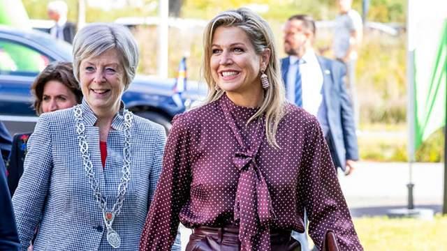 Королева Нидерландов пришла на официальное мероприятие в кожаных кюлотах: фото