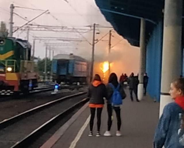 На вокзале в Виннице загорелся пассажирский поезд: фото