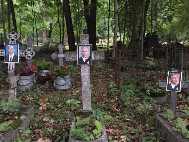 В России возбудили дело из-за портретов Путина и Медведева на надгробиях: детали
