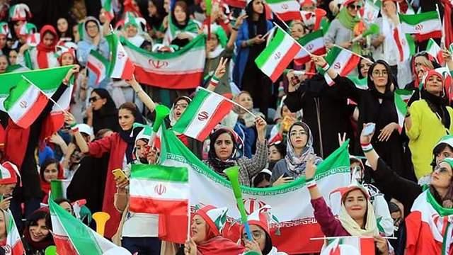 Иранские женщины впервые с 1981 г. официально попали на стадион на футбольный матч: фото и видео