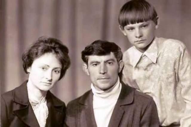 Василь Стус з дружиною та сином
